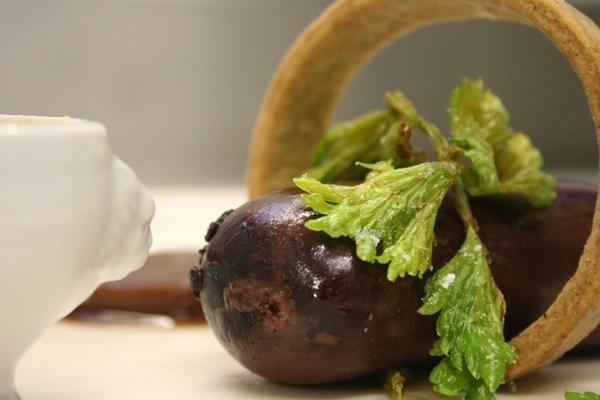Boudin noir du jura, tuile au pain d'épices et marmelade de pommes