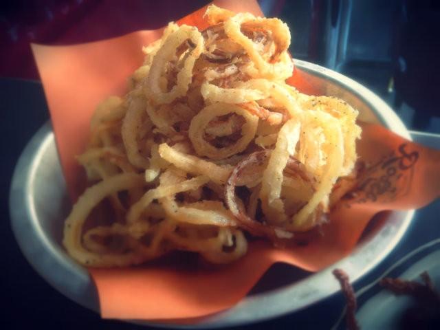 Half / Half : onion rings et frites